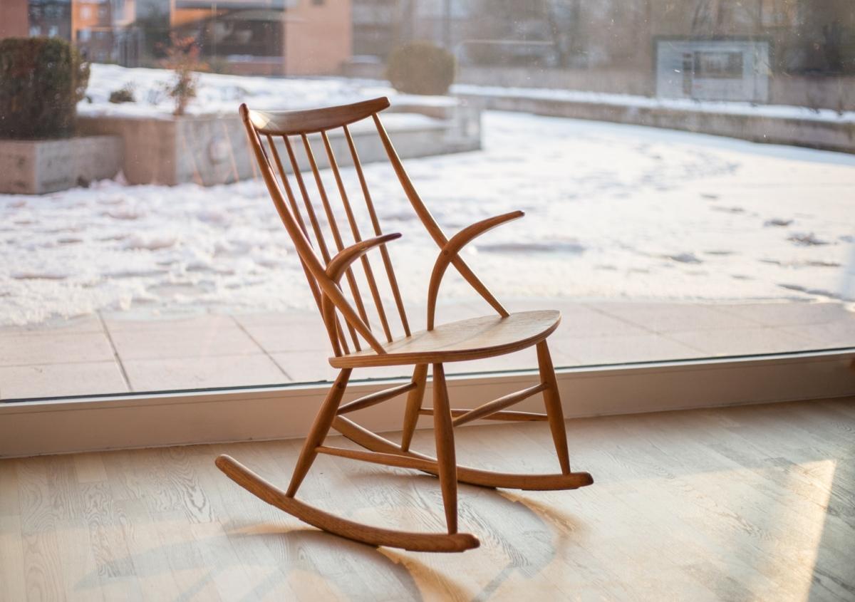 Rocking chair in rovere illum wikkels e danord - Mobili danimarca ...