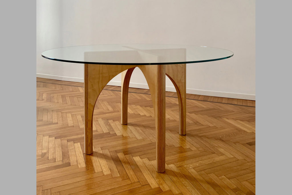 Round table - with tempered glass top